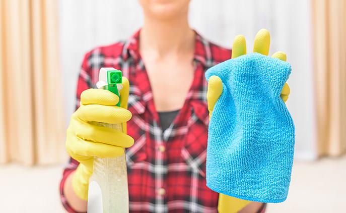Come pulire il vetro del camino o della stufa a pellet