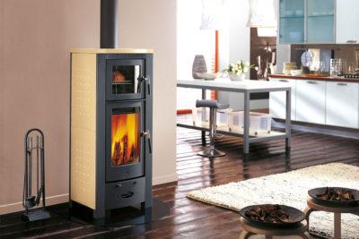 La stufa a legna con forno: il piacere di cucinare mentre scaldi casa